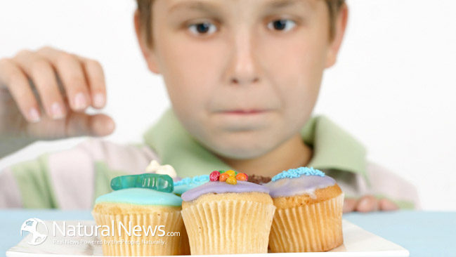 Child-Boy-Sweets-Cupcakes-Desserts-Sugar-Food-650X